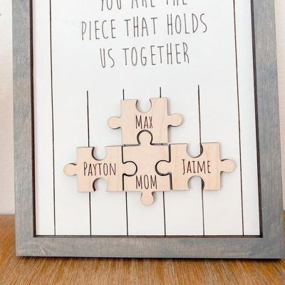 """""""You Are The Piece That Holds Us Together"""" Cornice Personalizzata Grigia"""